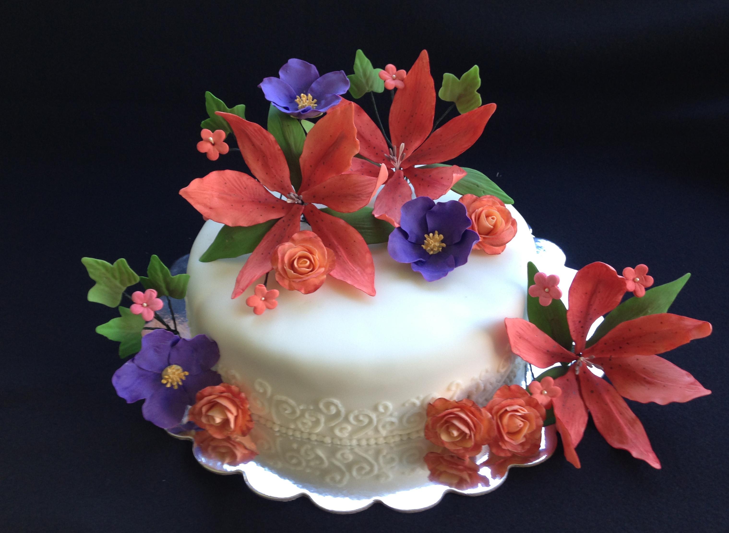 Gum Paste Flowers And Straws Meloda