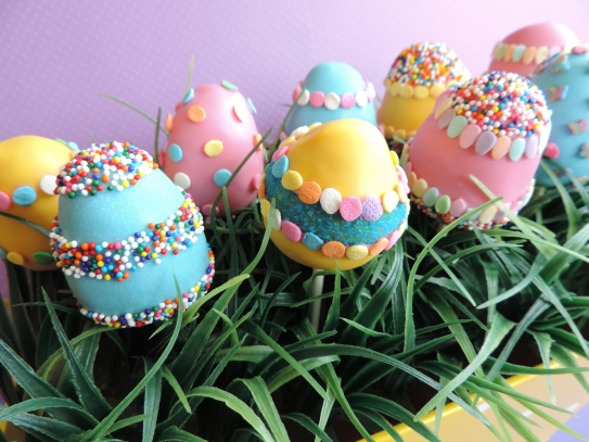 Easter egg cake pops 2