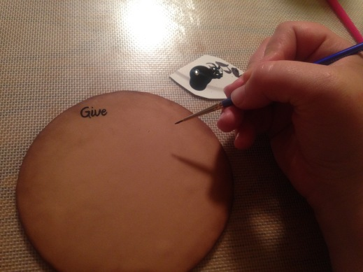 painting words on fondant with food coloring