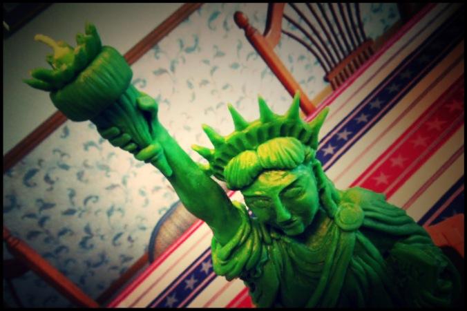 statue of liberty cake modeling chocolate