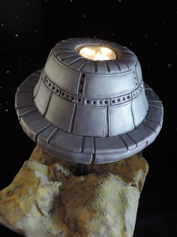 UFO cake with lights fondant