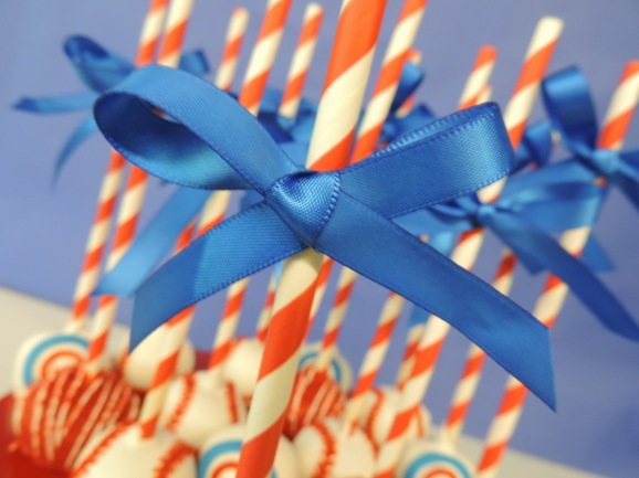 blue bow on cake pops